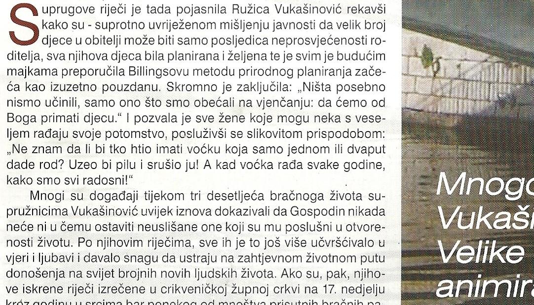 """Ružica Vukašinović, majka šesnaestoro djece, u tekstu Sanje Kovač """"Lekcija iz Božje ljubavi najbogatije hrvatske obitelji"""", Zvona, rujan 2015. Sporne izjave objavljivane u katoličkom tisku u Hrvatskoj tijekom 2015. i 2016. čine sadržaj knjižice Mudrih misli. Rad je na izložbi predstavljen u obliku stupa od kojeg posjetitelji mogu oduzeti svoj primjerak knjižice. Foto: Iva Kovač, 2016."""