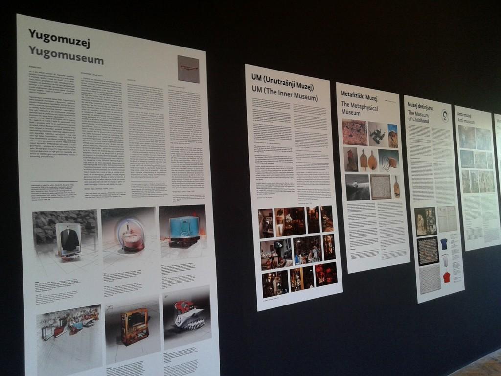"""Opisi muzeja umetnika za takozvanu """"Privremenu radnu sobu"""" na izložbi """"Naopačke: Udomiti kritiku"""", Foto: DeMaterijalizacija umetnosti, 2016."""