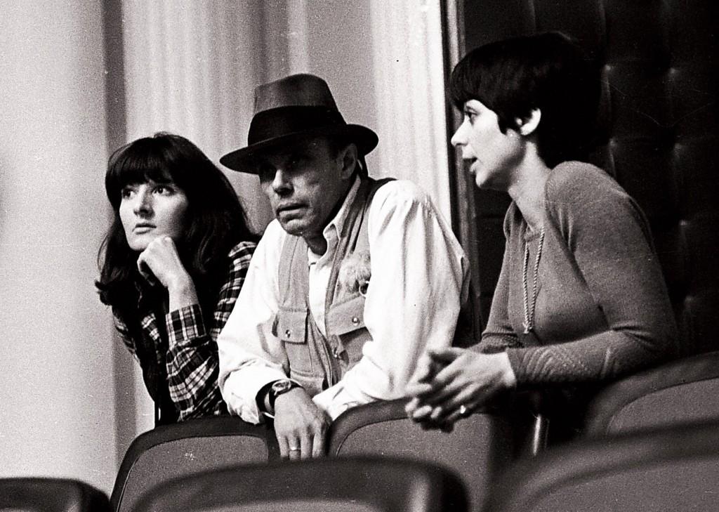 Marina Abramović, Joseph Beuys i Dunja Blažević u vreme Aprilskih susreta u SKC-u 1974. godine. Foto: Nebojša Čanković (iz srhive SKC-a, dostupljeno od Slavka Timotijevića), 1974.